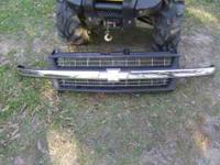 2000 Chevy Silverado Front GRILLE --USED-- 1999-2002