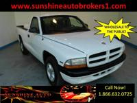 Options Included: N/AThe 2000 Dodge Dakota is an