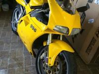 2000 Ducati 996 Desmoquattro Superbike Cycle is used