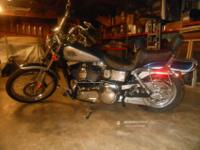 2000 Harley Wide Glide. Windshield, hand grips,