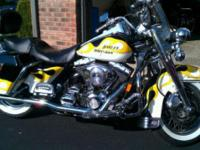 2000 Harley Davidson FLHRI Road King . This 2000 Harley