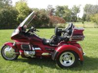 For sale here is a 2000 Honda Goldwing GL1500SE trike,