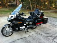 2000 Honda Goldwing SE. Includes a lot of devices