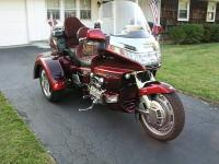 This is a 2000 Honda Goldwing trike.  The color is