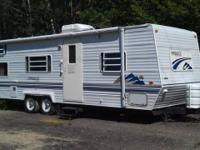 This is a 27' 2000 Innsbruck camper. Interior features