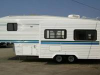 2000 Komfort 5th wheel with couch/dinette