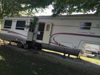 2000 Kountry Aire fifth wheel camper made by Newmar,
