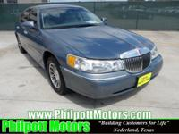 Options Included: N/A2000 Lincoln Town Car Signature