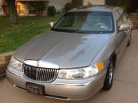 2000 Lincoln Town Car Signature Series$2500 or best