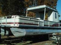 2000 model Suntracker 30'Pontoon boat. 3.0 Mercruiser