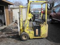 3 Wheel electric forklift lifts 9ft 10 inches has air