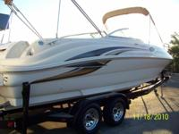 Description 2000 Sea Ray Sundeck 240, Mercruiser 7.4L