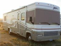 This 2000 34' Class A Fleetwood  Southwind Storm RV