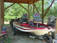 2000 Sprint Bass Boat Model 255, 15 feet long; This