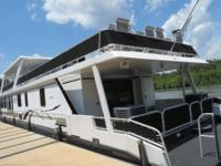 2000 Stardust Cruiser Wide Body Side Step Houseboat 85'