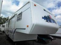 Selling my 2000 Sunny Brook fifth wheel Trailer 1 Slide
