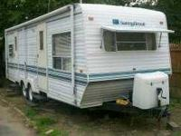 2000 Sunnybrook M26 Travel Trailer This 26 foot RV is