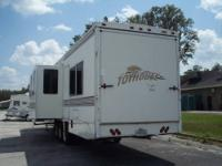2000 TOYHOUSE TOY HAULER 39FT Model 39SCW 2 slide. Hard