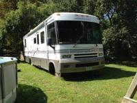 2000 Winnebago Brave 35 ft with jumbo slide, great
