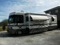 33ft Winnebago Brave motor home, Private Owner, Living