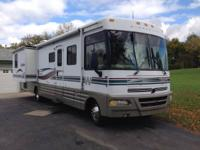 2000 Winnebago RV motor home with  large double slides,