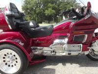 2000 HONDA GOLDWING TRIKE COMES WITH MATCHING TRAILER