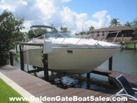 2001, 27' MAXUM 2700 SCR in Excellent Condition! Single