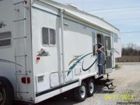 2001 Nomad 30ft 5th wheel, model 3065. One slide out,