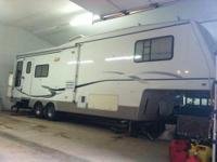 2001 Alpenlite Limited Augusta 32RL 5th wheel that is