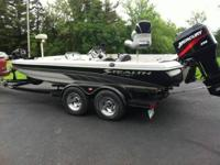VIP STEALTH FIBERGLASS BASS BOAT ... design DX190 ...