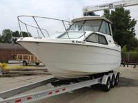 2001 Bayliner 2452 XE 2001 Bayliner 2452LX with 5.7L