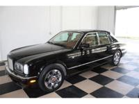 Impectible condition 2001 Bentley Arnage Black diamond