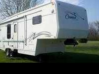 2001 Carriage Cameo Carri-Lite 5th Wheel This 31 foot