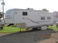 30' 5th wheel RV, sleeps 4, 2 slides to expand the