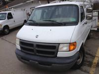 THIS 2001 DODGE RAM B-1500 CARGO AN IN WHITE HAS BIEGE