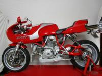 EngineFour stroke, 90Ltwin cylinder, SOHC, desmodromic