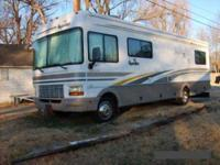 2001 Fleetwood Bounder This Class A recreational
