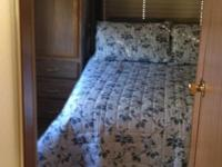Very nice RV, 30ft, Class C, Gas, sleeps 8, full