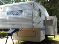2001 Fleetwood Mallard 5th Wheel. 23.5 feet in overall