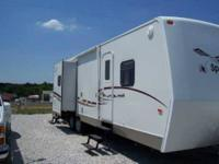 2001 Fleetwood Mallord Travel Trailer Can sleep 6 to 7