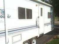 2001 Fleetwood Prowler Travel Trailer This 25 foot