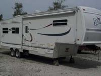 2001 Forest River Cardinal 5th Wheel. This 35 foot