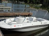 2001 Four Winns Funship deck boat. Fit, 5.0 Volvo