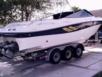 This 2001 Four Winns 285 Sundowner is a powerful and