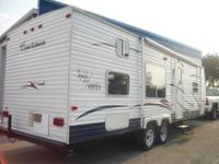 2001 Franklin M34 Travel Trailer This 34 foot camper