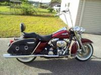 2001 Harley Davidson in Excellent Condition Burgundy