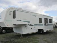 2001 King of the Road Royalite 5th wheel ... 31 feet