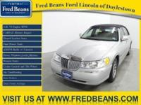 This 2001 LINCOLN Towncar Signature comes with a