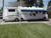 2001 37ft National RV Dolphin Model5373 Motor Home
