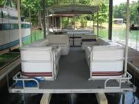 2001 Odyssey Tri-Toon; 115 hp Yamaha 4-stroke Outboard